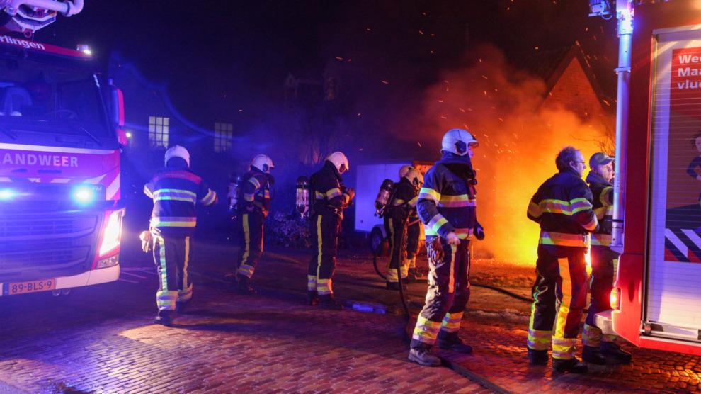 Uitslaande brand bij carport