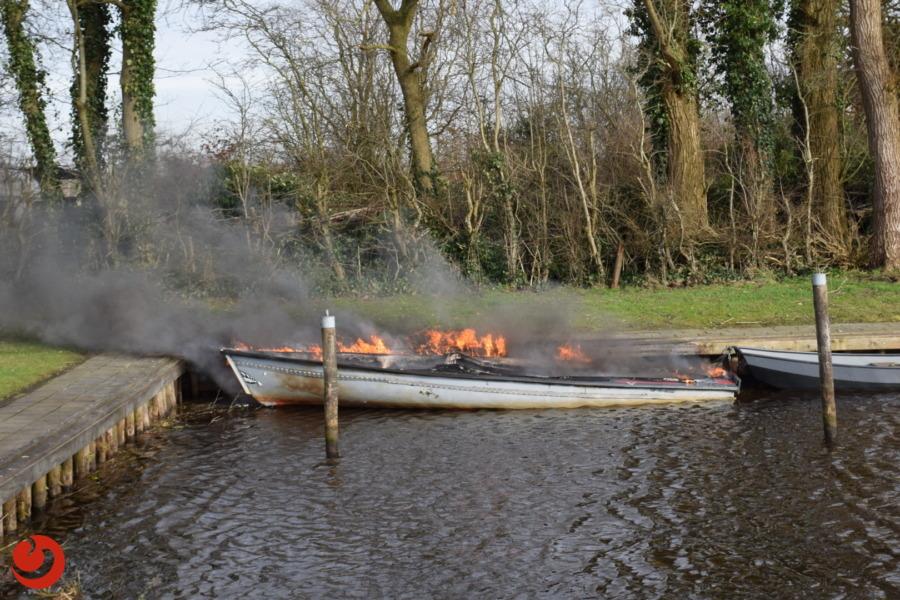Polyester bootje uitgebrand