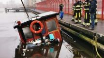 Zinkend schip houdt brandweer bezig