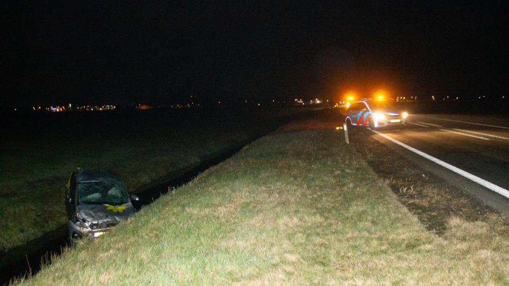 Auto in de sloot; vrouw gewond