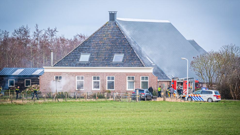 Veel rookontwikkeling bij brand in woonboerderij