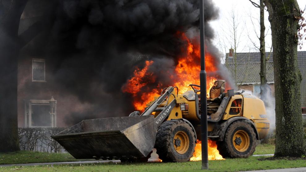 Kleine shovel verwoest door brand