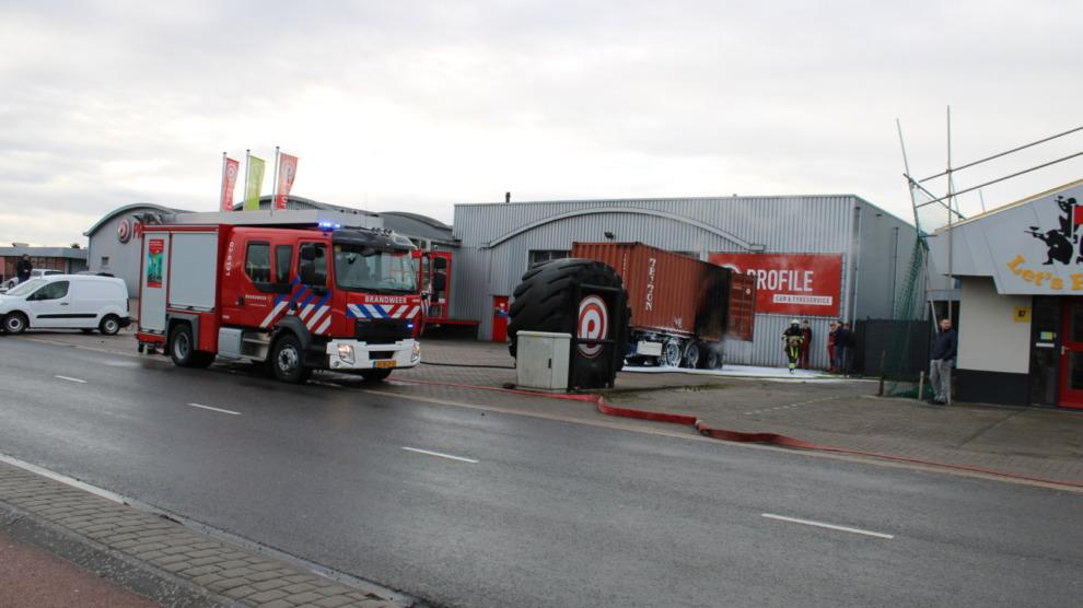 Trailer van vrachtwagen in brand