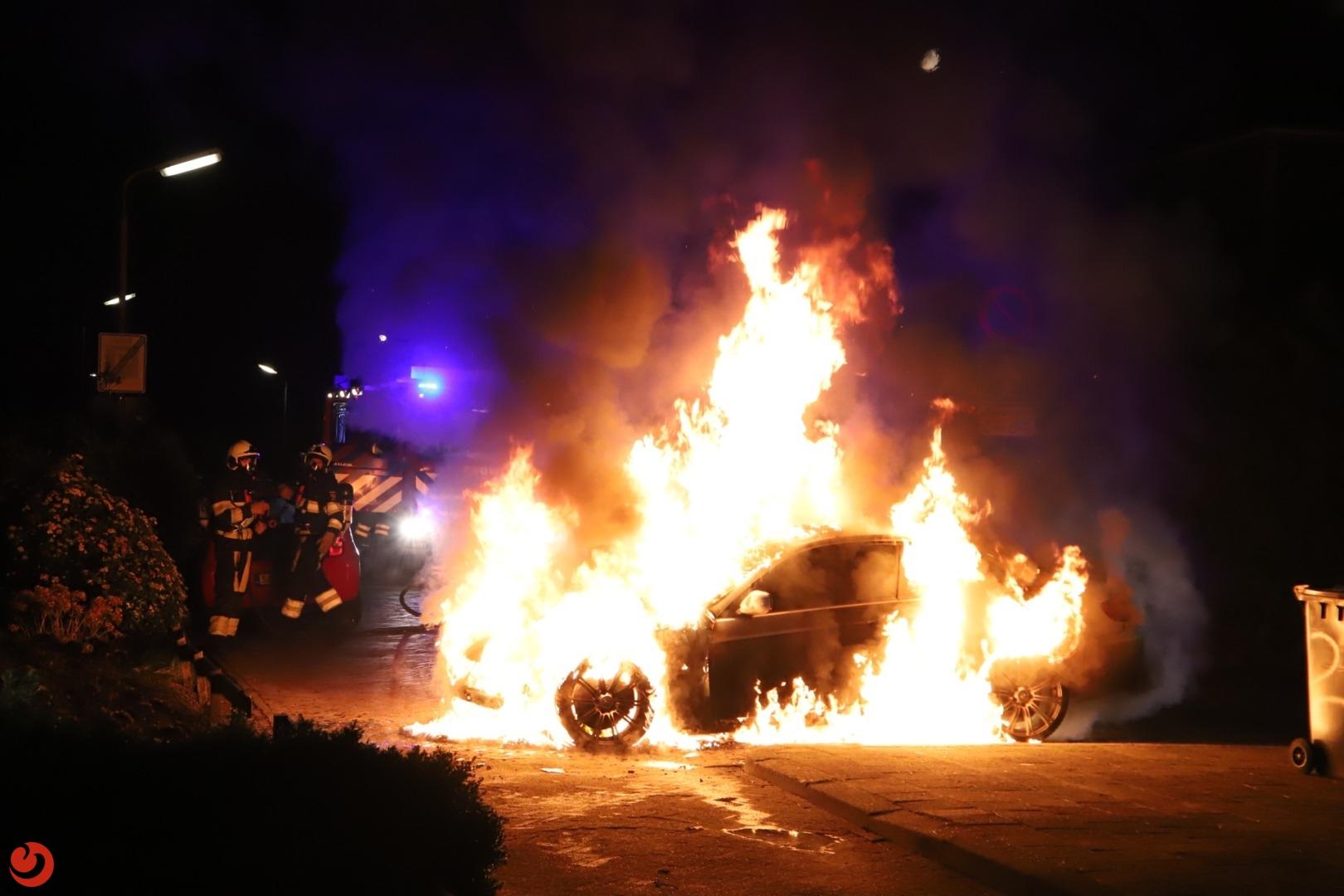 Bewoners uit huis wegens autobrand