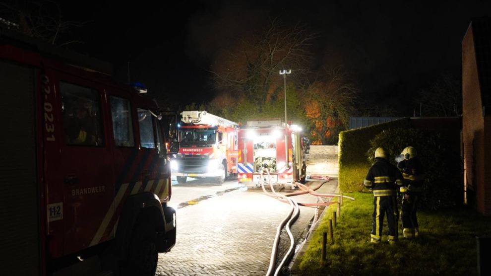 Grote uitslaande brand verwoest schuur
