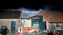 Schoorsteenbrand slaat door naar bovenverdieping