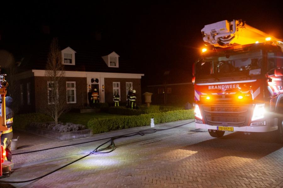 Doorslag in dak bij brand in schoorsteenpijp