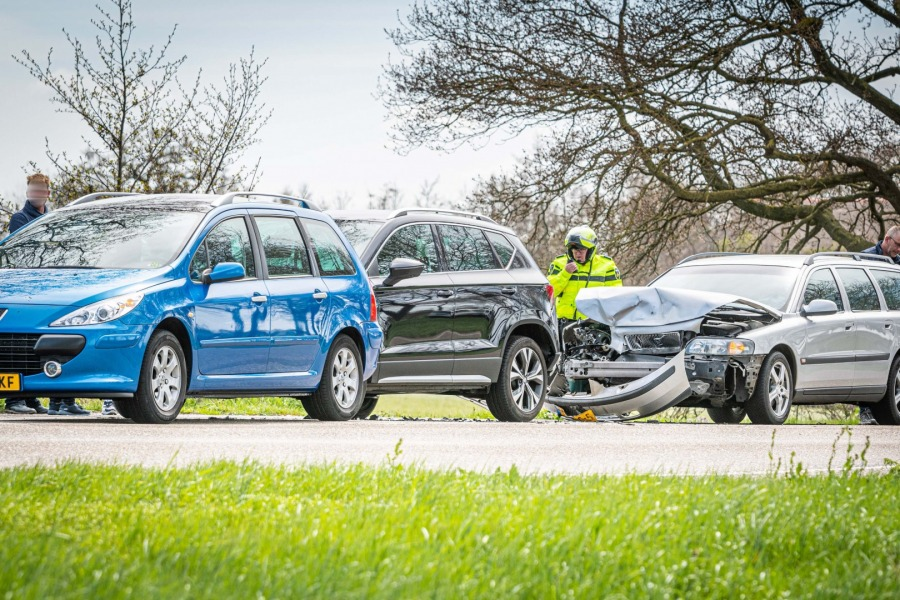 Drie auto's betrokken bij kop-staartaanrijding