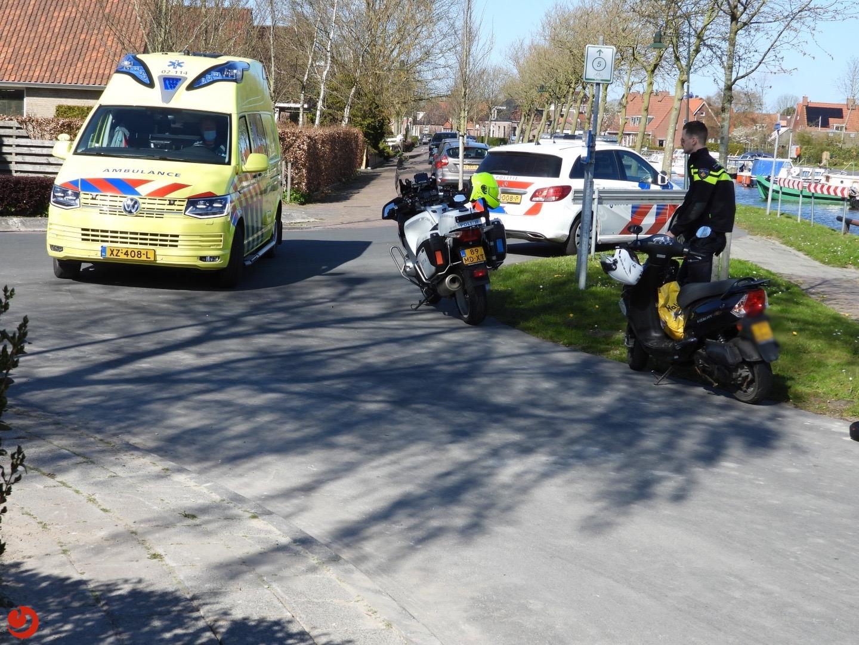 Racefietser gewond na botsing met scooter.