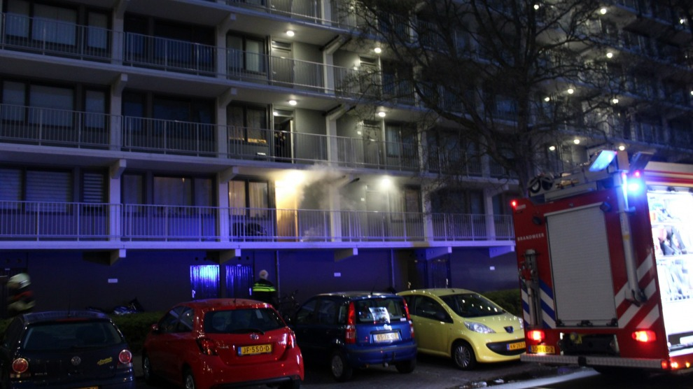 Brand in flatwoning snel onder controle
