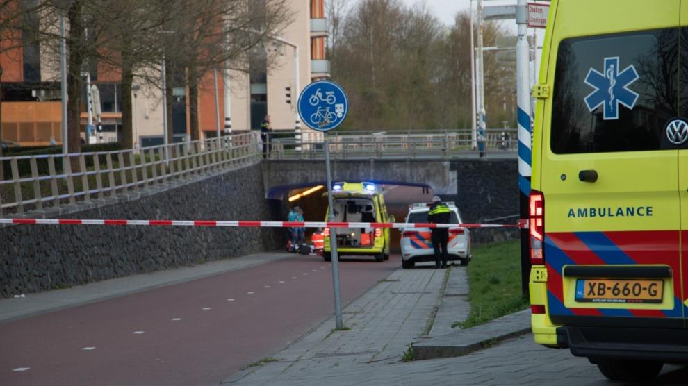 Persoon zwaargewond na val van fietstunnelreling