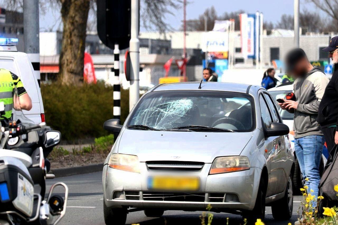 Scooterrijdster ernstig gewond bij ongeval.