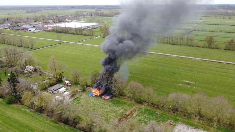 Caravans in brand gestoken; veel rookontwikkeling