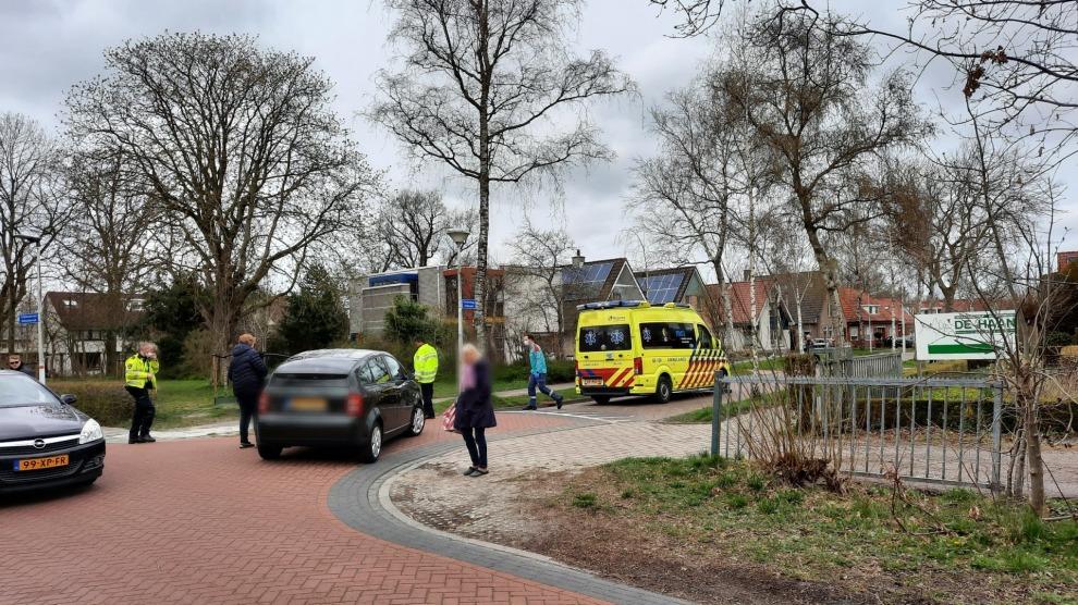 Fietsster gewond na aanrijding met personenauto