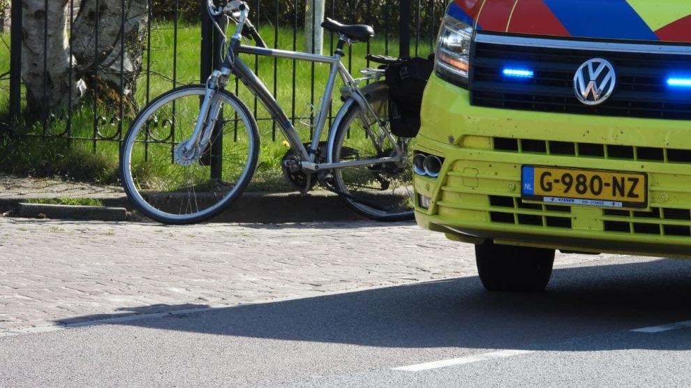 Overstekende fietser gewond na aanrijding met auto