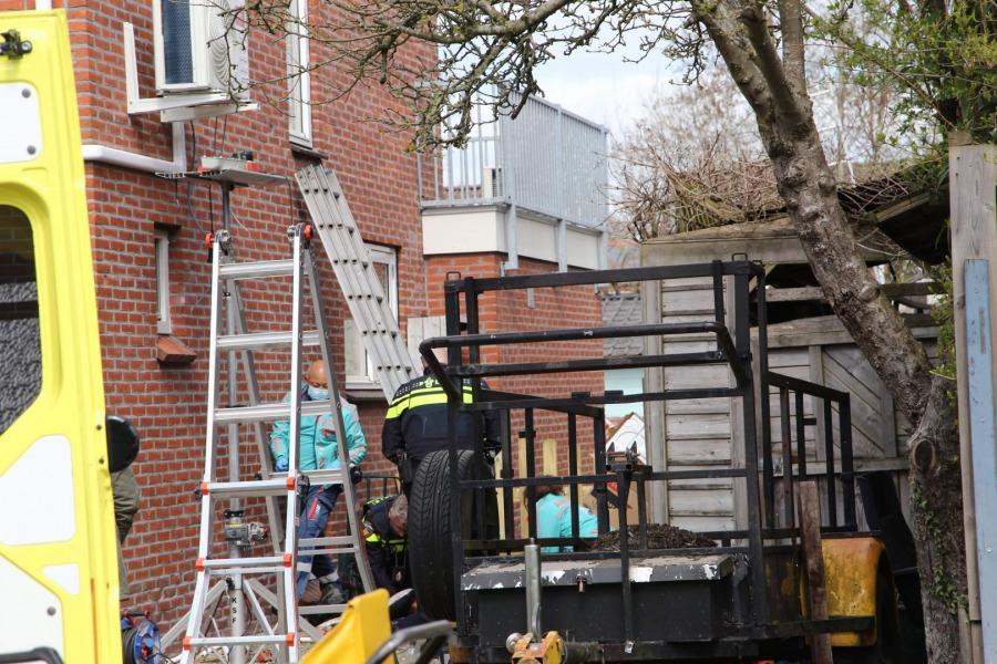 Persoon ernstig gewond na val van ladder