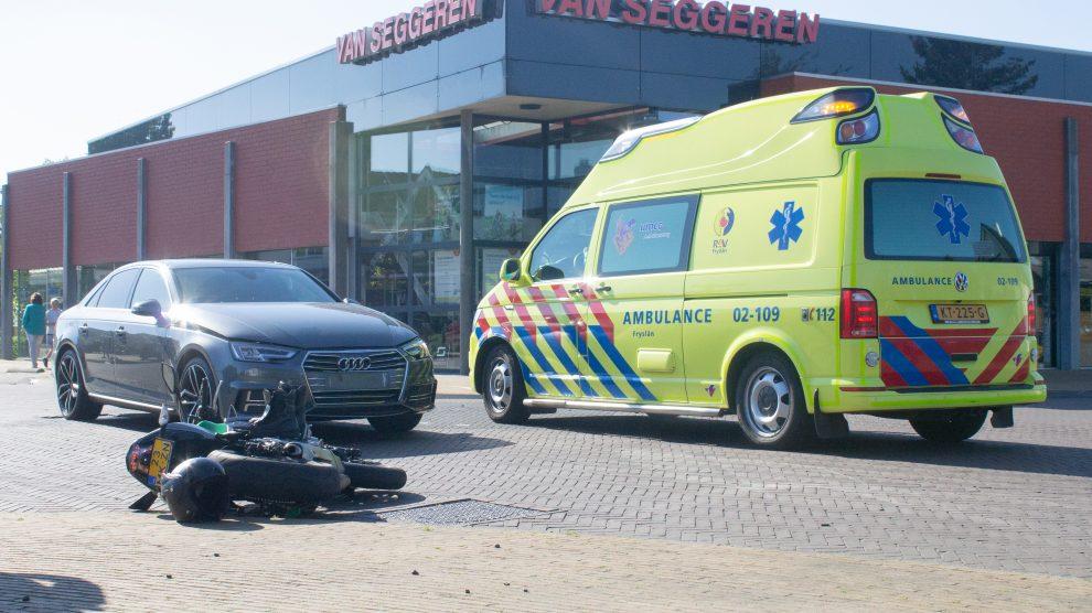 Motorrijder raakt gewond op beruchte kruising in Kollumerzwaag
