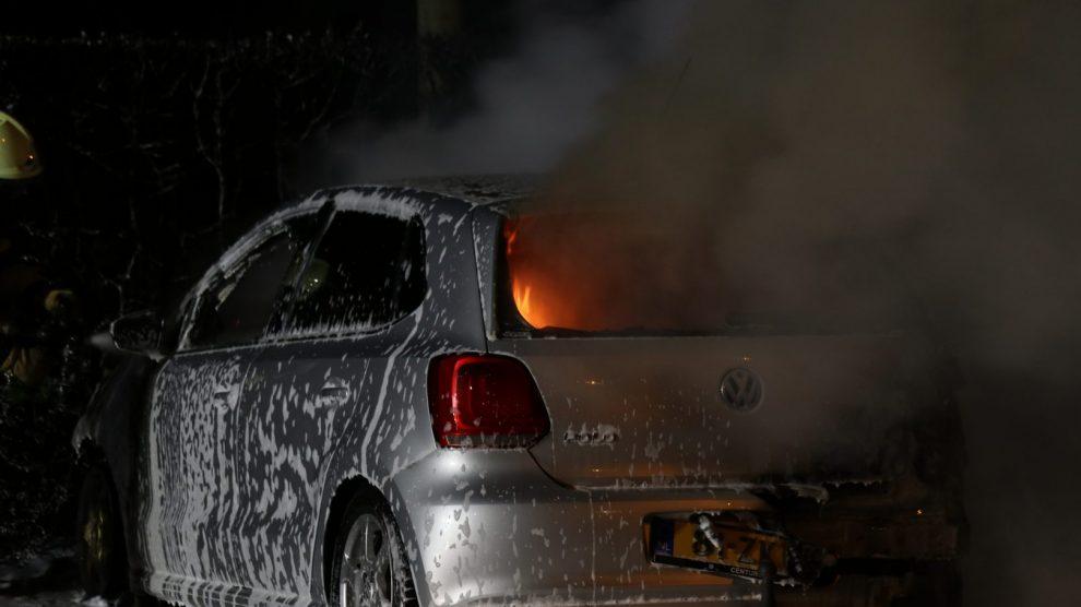 Auto verwoest door mogelijke brandstichting in Drachten
