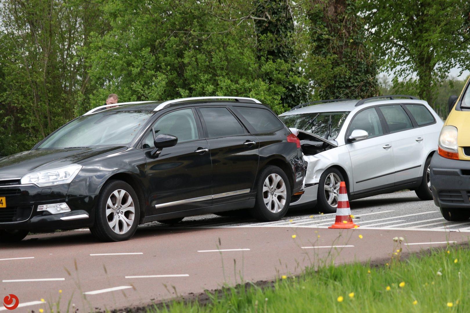 Twee auto's met elkaar in botsing in Drachten.