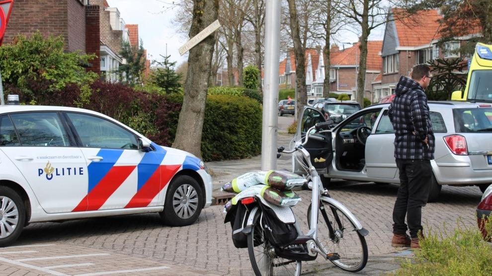 Auto rijdt fietser aan bij verlaten parkeervak