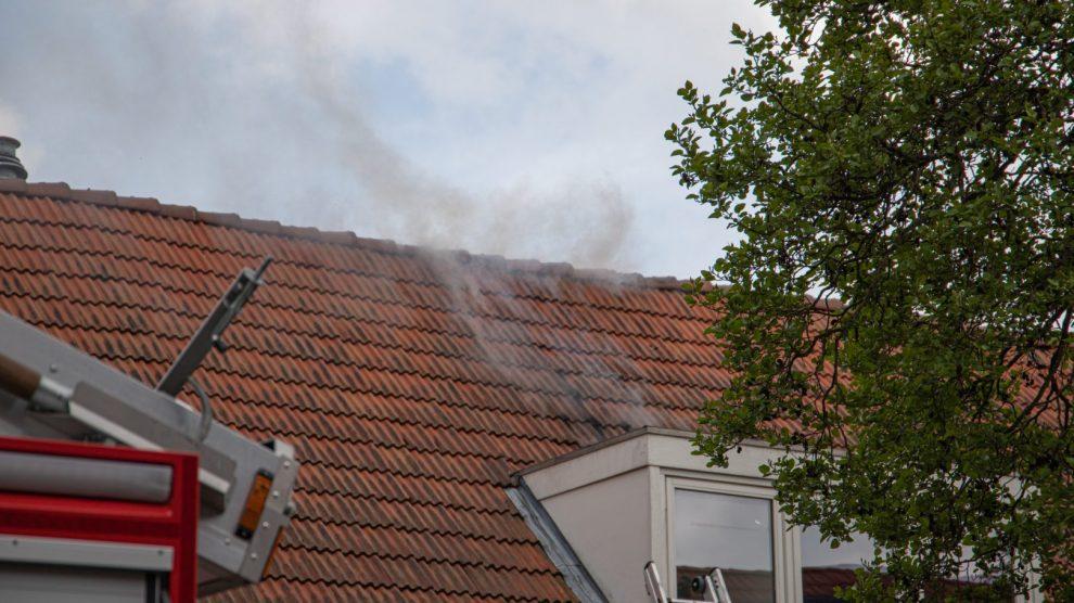 Veel rook bij zolderbrand
