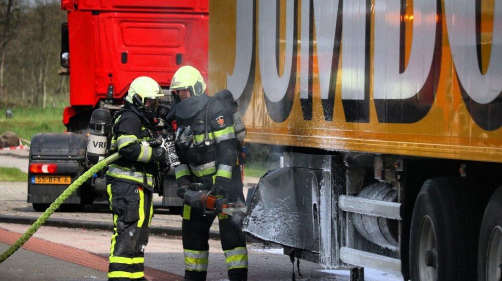 Koelmotor onder trailer in brand