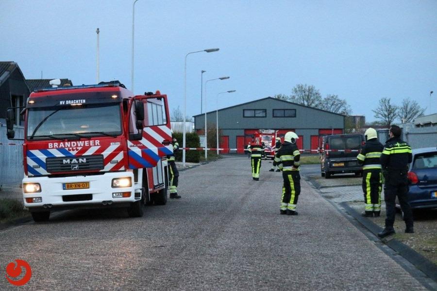Vrachtwagen botst tegen gevel en veroorzaakt gaslekkage