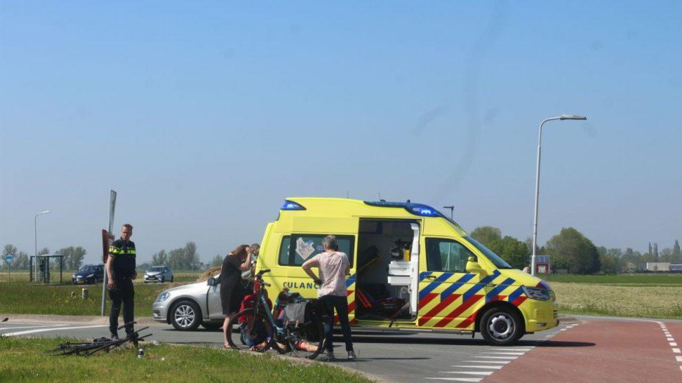 Wielrenner gewond na botsing met auto bij Koarnjum