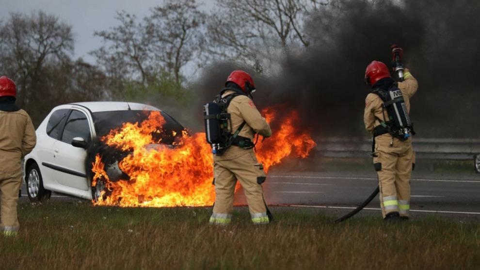 Auto uitgebrand op de A7