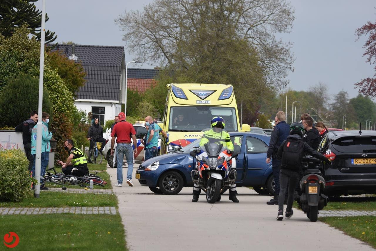 Wielrenners aangereden door auto; één persoon gewond