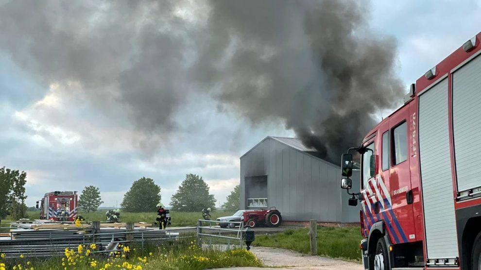 Forse brand in loods Warten: heftrucks en auto's verloren gegaan
