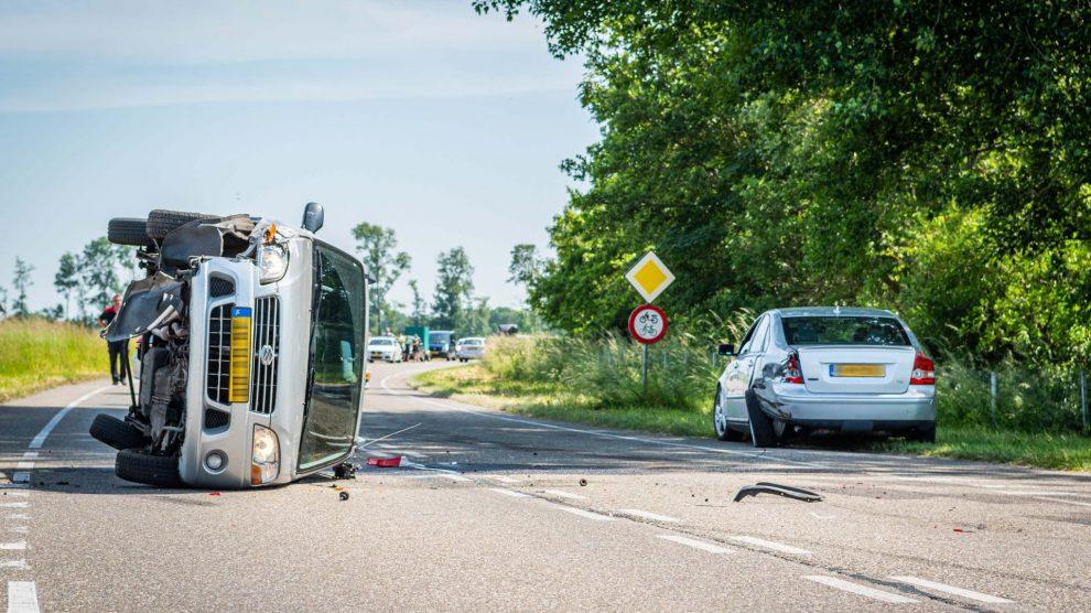 Auto gekanteld bij ongeval De Blesse