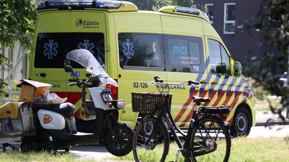 Fietsster gewond na aanrijding met postbezorger in Drachten