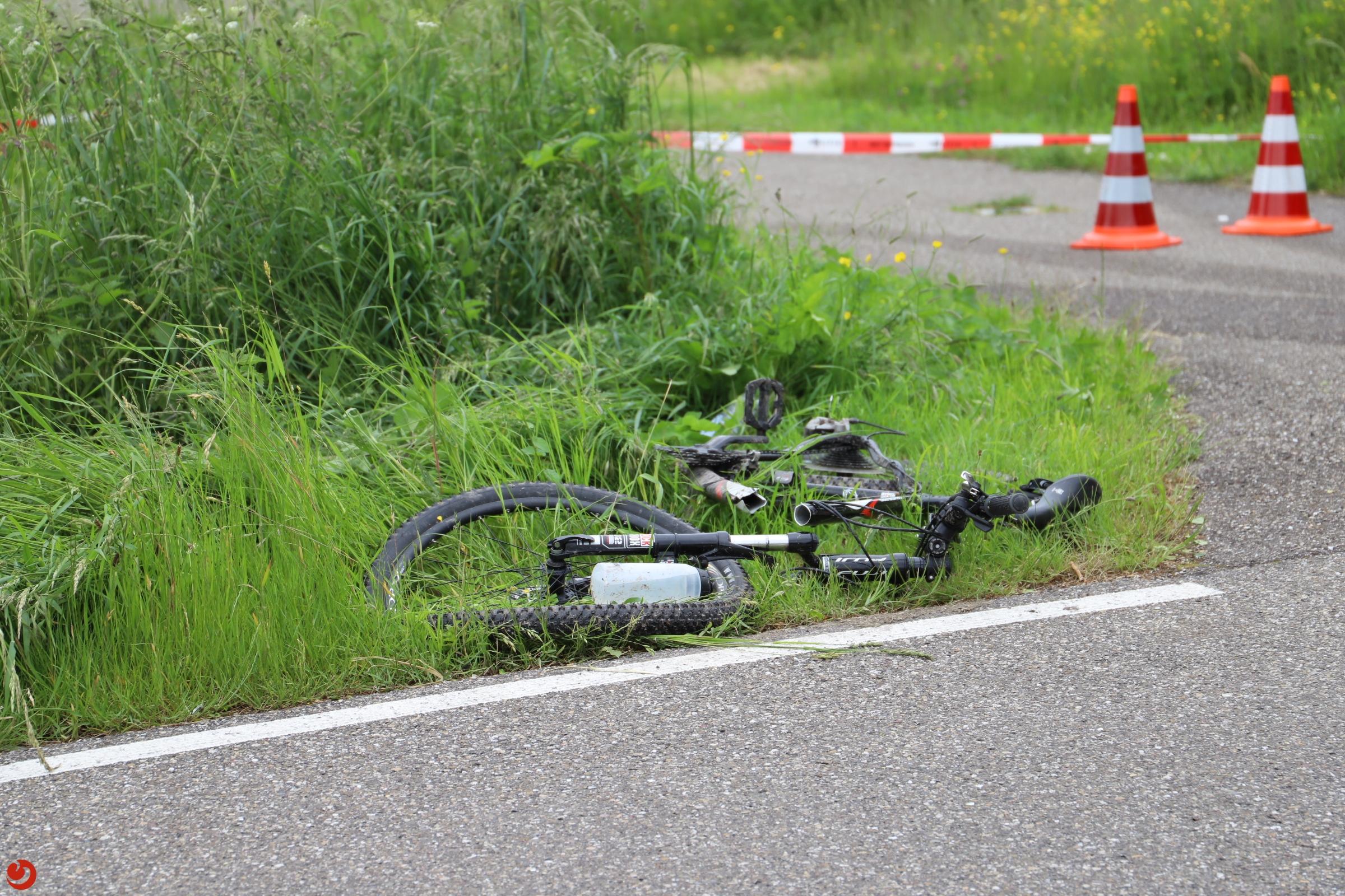 Fietser zwaargewond bij aanrijding met auto in Leeuwarden.