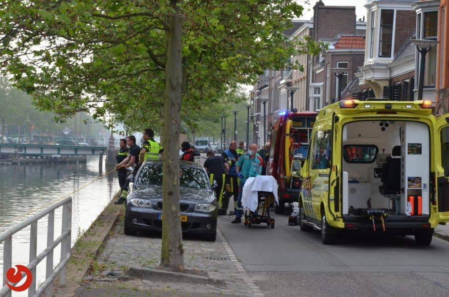 Brandweer redt jongen uit het water in Leeuwarden