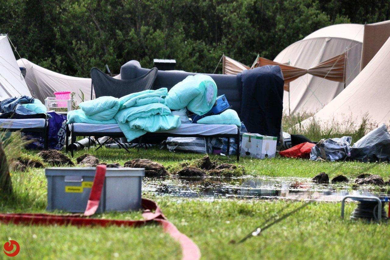 Meerdere tenten ondergelopen door hevige regenval op Vlieland