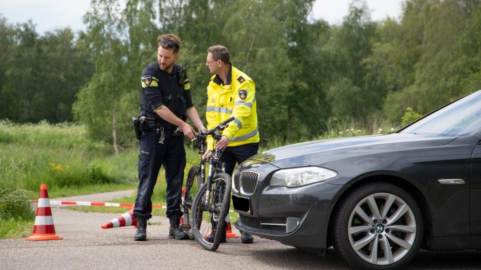 Fietser zwaargewond bij aanrijding met auto in Leeuwarden