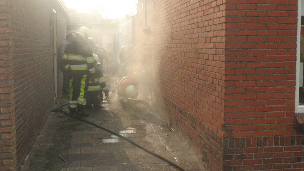 Isolatie in spouwmuur in brand door onkruidbrander