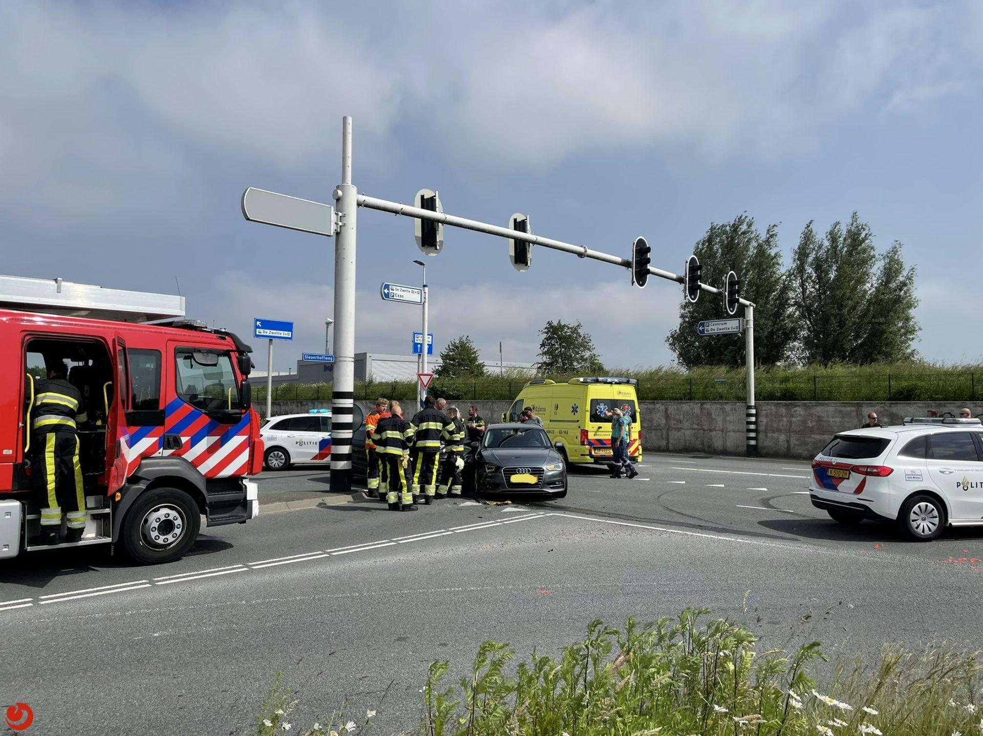 Gewonde bij botsing tussen twee auto's in Leeuwarden.