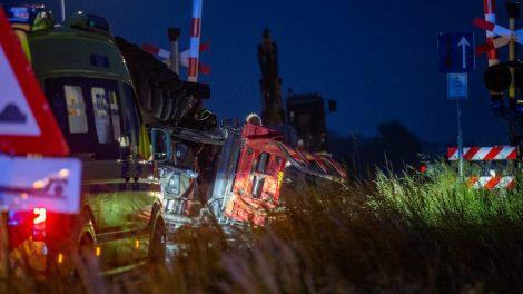 Tractor belandt op zijn kop bij ongeval in Harlingen