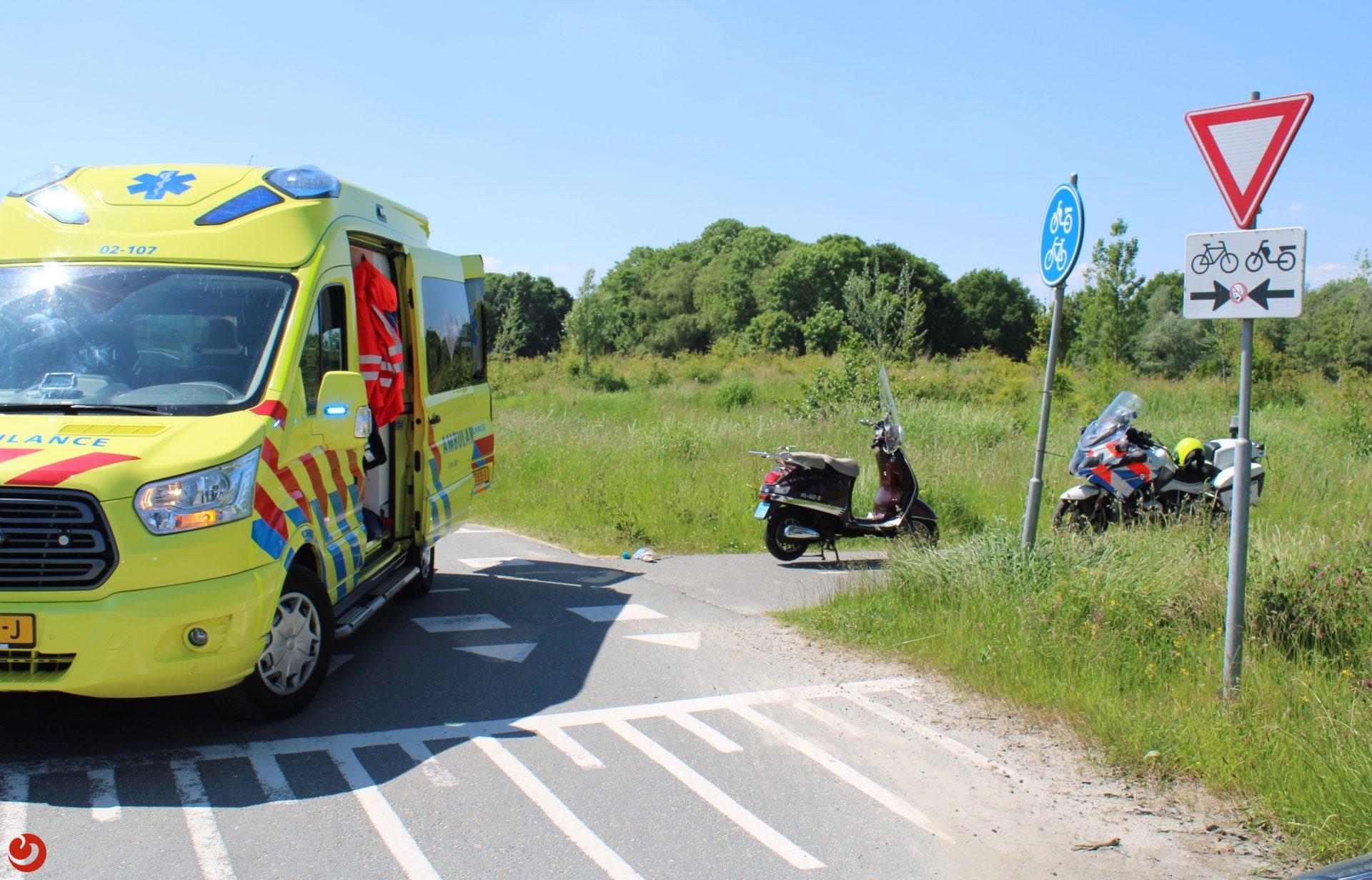 Flinke botsing tussen fietser en snorscooter in Deventer, twee gewonden naar het ziekenhuis.