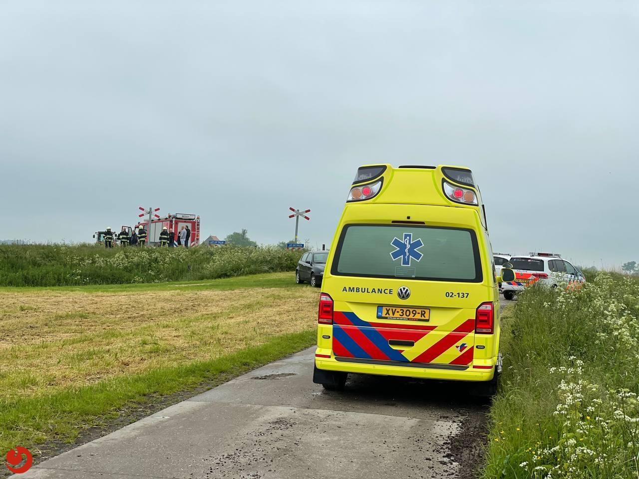 Twee doden bij treinbotsing op onbewaakte spoorwegovergang Boazum.