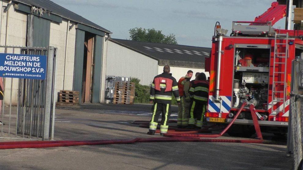 Dakbrand bij bouwcenter in Oosterwolde