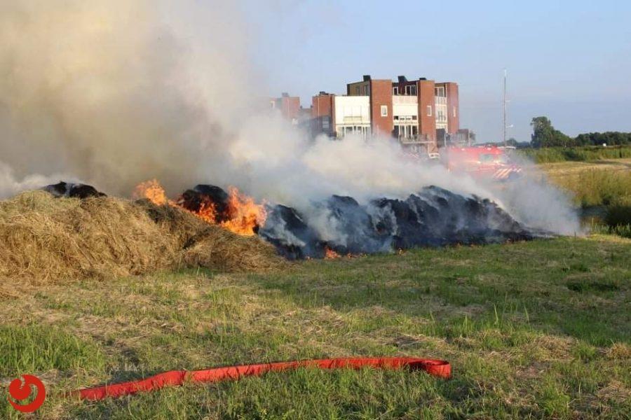 Veel rookontwikkeling door brandende grasbult