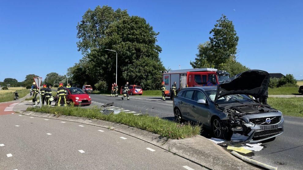 Gewonde bij aanrijding tussen twee auto's in Sint Annaparochie