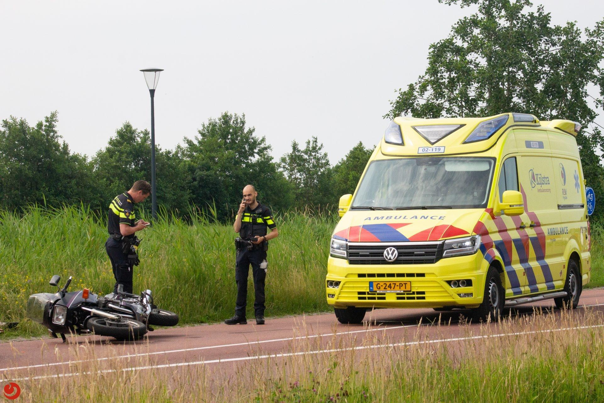 Motor botst op auto in Damwâld
