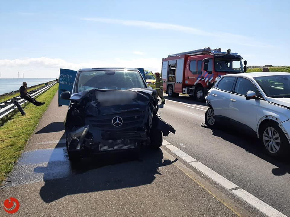 Afsluitdijk richting Friesland enige tijd afgesloten door ongeval