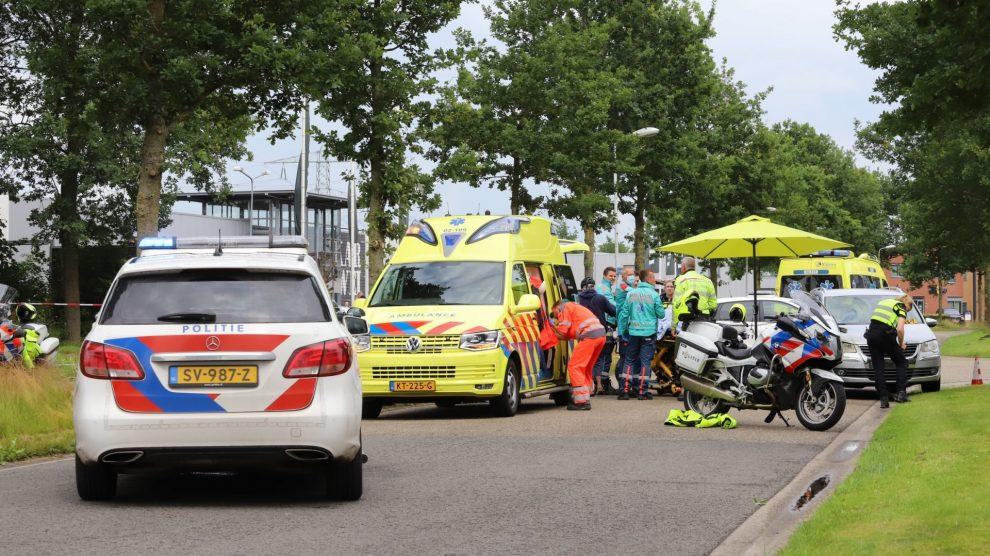 Fietser zwaargewond na ongeval met auto in Burgum