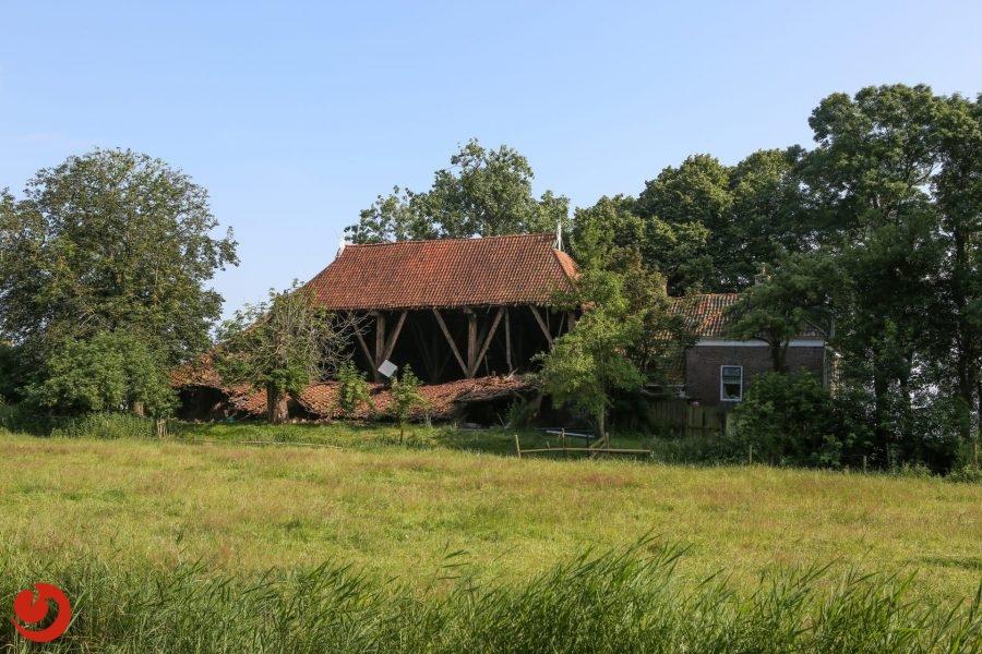 Dak van boerderij ingestort in Hommerts