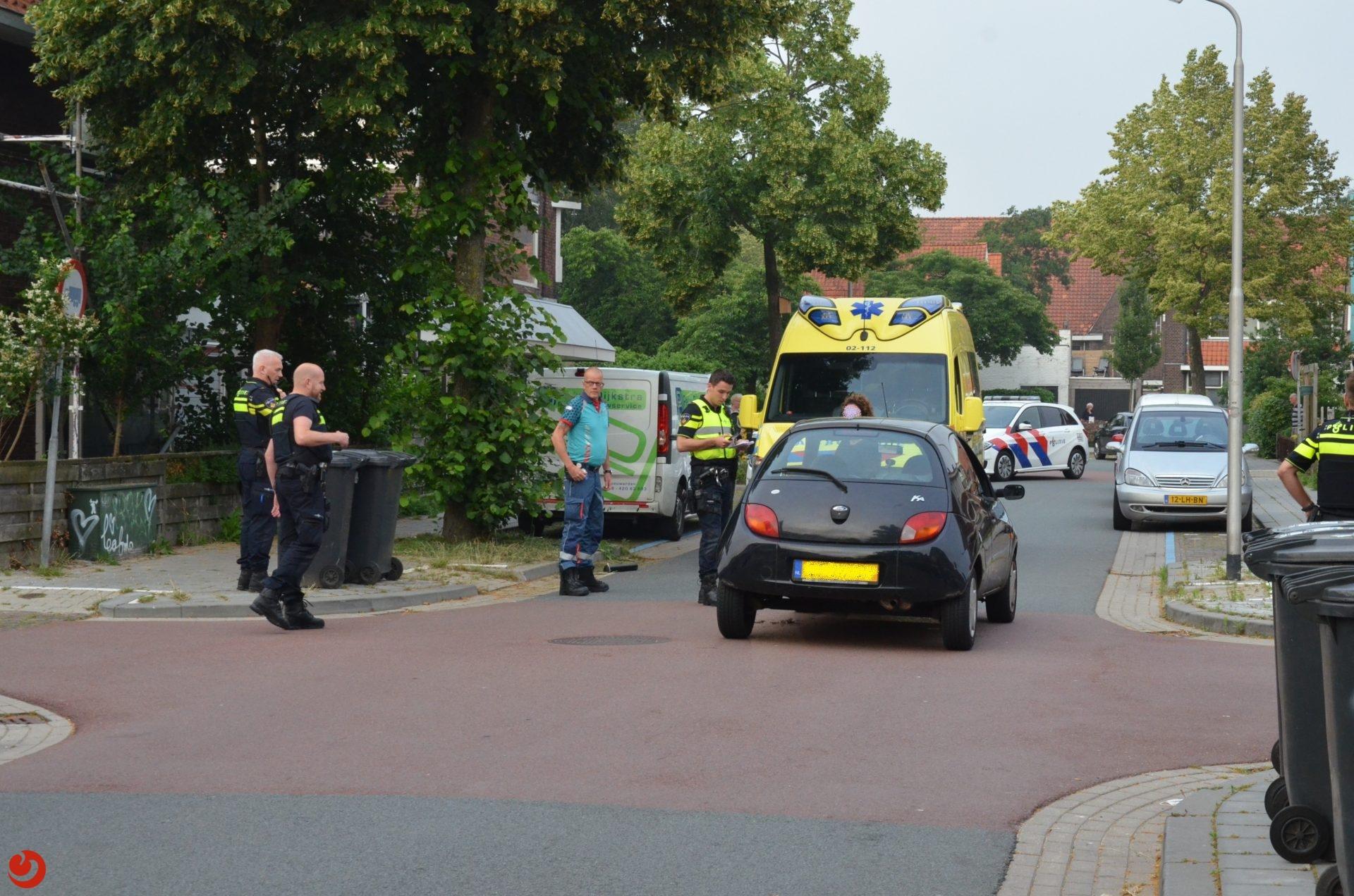 Bezorger op fiets in botsing met  auto in Leeuwarden